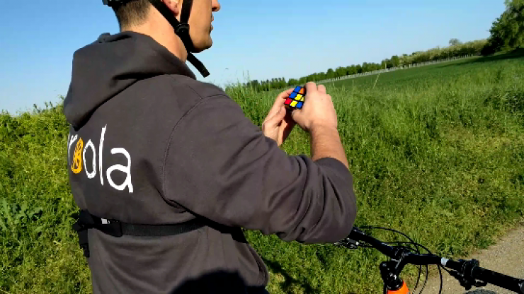 How to solve a rubik's cube riding a bike
