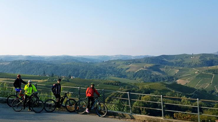 A day by e-bike in the Barbaresco vineyards