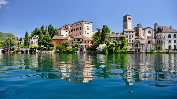Lake Orta, a jewel in the mountains for romantics and sporty people